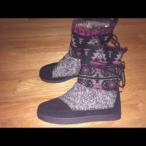 TOMS Aztec Tribal Slipper Boots 🌿
